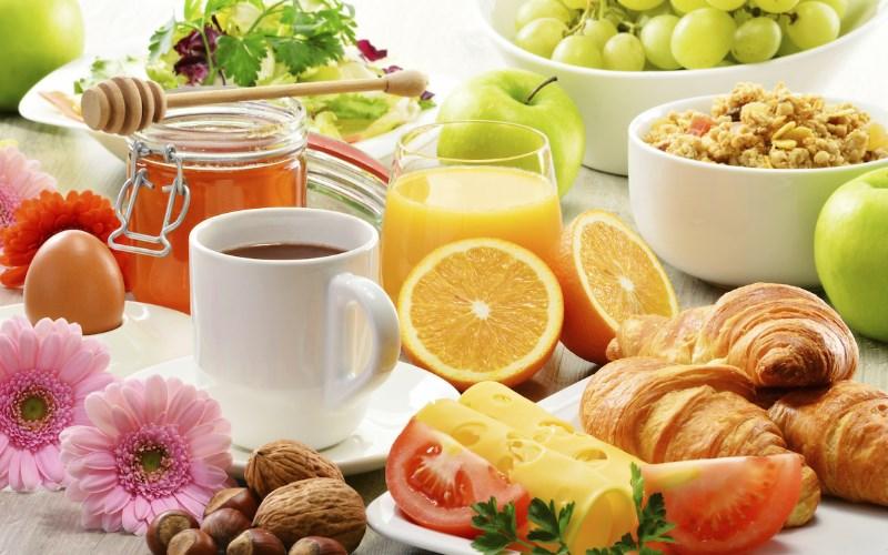 Il est important pour vos enfants de prendre un petit-déjeuner avec vous, cela resserra les liens familiaux.
